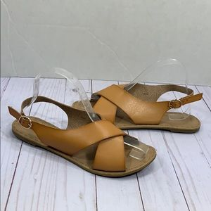 GAP brown cross top flat sandals